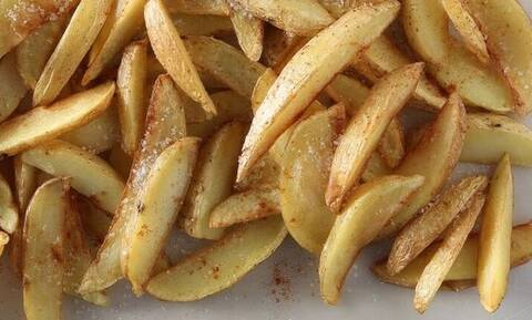 Τρομερό κόλπο: Έτσι θα ξαναστεστάνεις τέλεια τις ήδη ψημένες πατάτες!