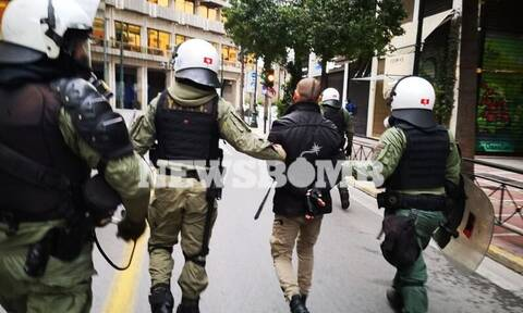 Lockdown: Ένταση, χημικά και συλλήψεις σε συγκέντρωση αρνητών στο Σύνταγμα