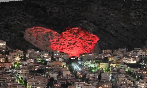 Άγιος Βαλεντίνος: Η «μεγάλη καρδιά» του Χαϊδαρίου φώτισε ρομαντικά για τους ερωτευμένους