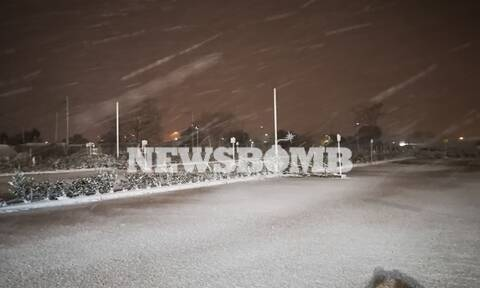 Κακοκαιρία «Μηδεία»: Χιονίζει μέχρι το Παγκράτι – Πού διεκόπη η κυκλοφορία, που χρειάζονται αλυσίδες