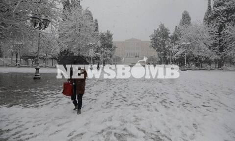 LIVE BLOG Κακοκαιρία: Λευκή «εισβολή» στην Αττική - Βγήκαν τα εκχιονιστικά στο Σύνταγμα