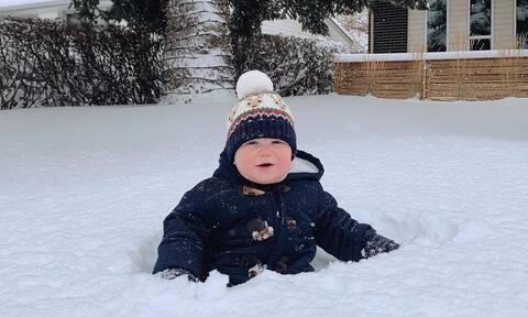 Μωρά φωτογραφίζονται στο χιόνι και τρελαίνουν το διαδίκτυο (pics)