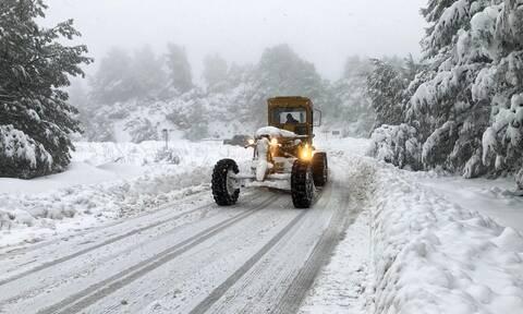 Καιρός ΤΩΡΑ - «Μήδεια»: Χιονίζει παντού στην Αθήνα - Αναμένεται δύσκολη νύχτα