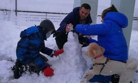 Αλέξης Τσίπρας: Το διαφορετικό πρωινό με τους γιους του στο χιόνι (pics)