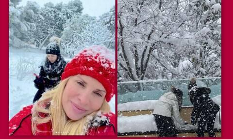 Μενεγάκη: Παιχνίδια στο χιόνι με τα παιδιά και τον Μάκη της!