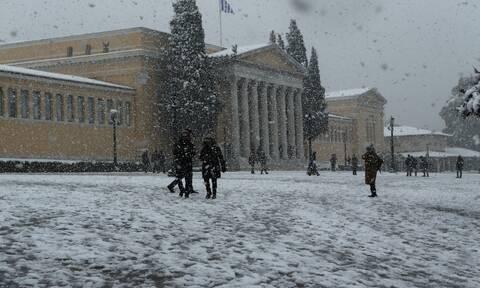 Καιρός- Μαρουσάκης: Χιόνια μέχρι το πρωί της Τετάρτης στην Αττική - Τι είναι το Aegean Lake Effect