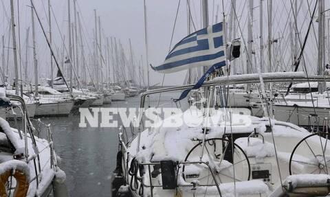 Kακοκαιρία «Μήδεια»: Μαγικές εικόνες από τη χιονισμένη Αθήνα - Στα «λευκά» από Πολιτεία μέχρι Βούλα