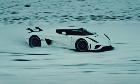 Δείτε το hypercar Koenigsegg Regera να «ζωγραφίζει» στο χιόνι