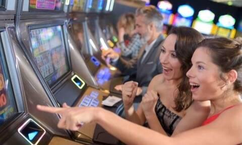 Γιατί οι γυναίκες λατρεύουν τα slots;