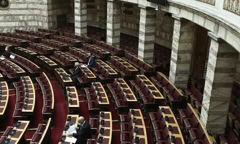 Εγκρίθηκε κατά πλειοψηφία το νομοσχέδιο για τα ΜΜΕ