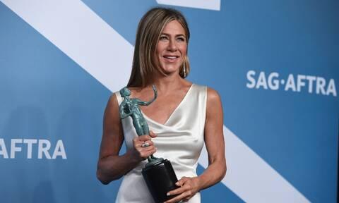 Κι όμως, έτσι πηγαίνει στο κομμωτήριο η Jennifer Aniston
