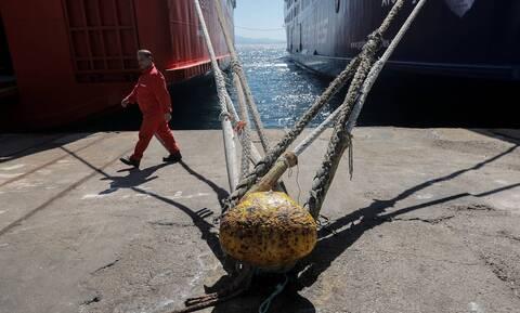 Aπεργία ναυτεργατών: Δεμένα τα πλοία στα λιμάνια Τρίτη και Τετάρτη