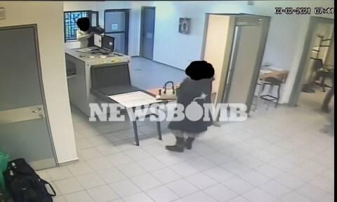Ρεπορτάζ Newsbomb.gr:Έτσι έβαζε κινητά στις φυλακές  - Τα «δώρα», οι «χυμοί» και τα «εργαλεία»