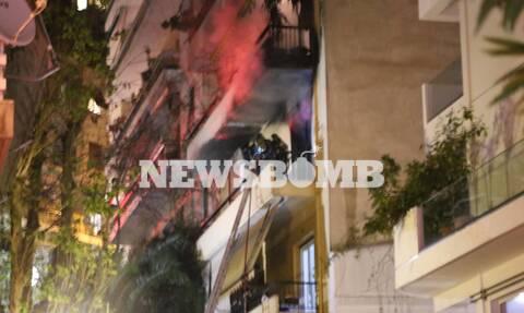 Φωτιά σε διαμέρισμα στο Παγκράτι - Οι πρώτες εικόνες από το σημείο