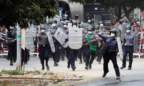 Ανησυχία των ΗΠΑ για τα πυρά κατά διαδηλωτών στη Μιανμάρ