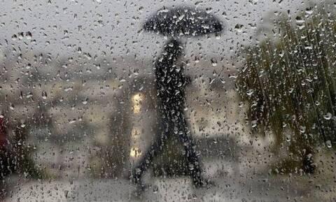 Καιρός: Συννεφιασμένη Κυριακή με βροχές και καταιγίδες - Πού θα χιονίσει (χάρτες)