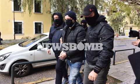 Λιγνάδης: Κακουργηματικές κατηγορίες για βιασμό κατά συρροή - Ζήτησε προθεσμία για να απολογηθεί