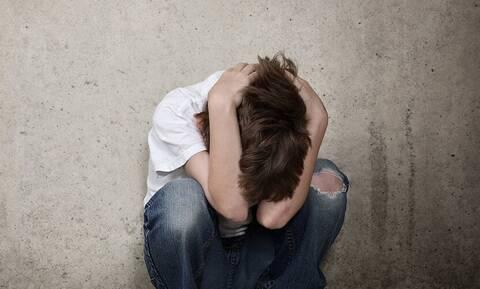 Σεξουαλική κακοποίηση ανήλικου μαθητή από τον καθηγητή του: Ψάχνουν αν κρύβεται κύκλωμα παιδεραστίας
