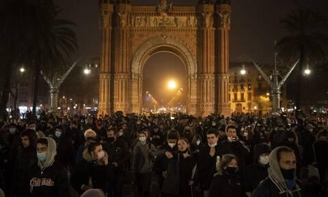 Ισπανία: Έβδομη νύχτα κινητοποιήσεων υπέρ του φυλακισμένου ράπερ Πάμπλο Χασέλ