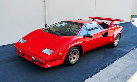 Ποιος μπορεί να αντισταθεί σε μια Lamborghini Countach;