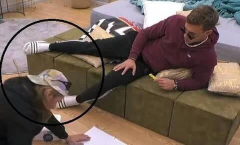 Οι παντόφλες του Χρήστου Βαρουξή από το Big Brother βρέθηκαν στο House of Fame;