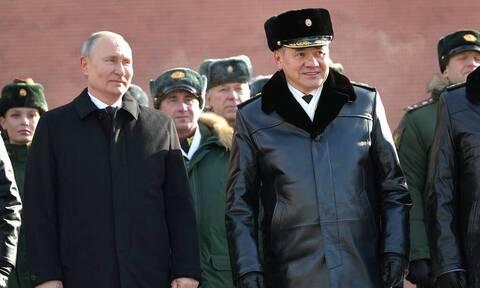 Путин в День защитника Отечества по традиции возложил венок к Могиле Неизвестного Солдата