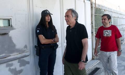 Δημήτρης Κουφοντίνας: Με εισαγγελική διάταξη του βάζουν ορό