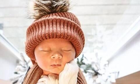 Μαμά φωτογραφίζει το μωρό της όταν κοιμάται και το διαδίκτυο λιώνει