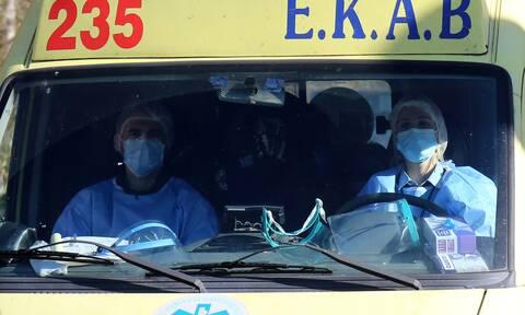 Κορονοϊός: Συναγερμός για δεκάδες κρούσματα σε κλινική στον Πειραιά και γηροκομείο στον Γέρακα