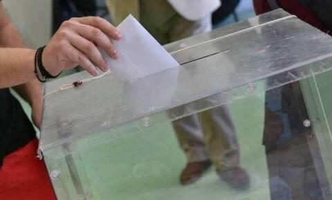 Opinion Poll: Μπροστά 17% η ΝΔ μετά τη «Μήδεια» και τον Λιγνάδη – Κυρίαρχος του κέντρου ο Μητσοτάκης