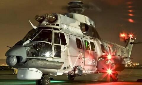 Εντυπωσιακό βίντεο: Super Puma σε νυχτερινή επιχείρηση μεταφοράς ναυτικού από πλοίο