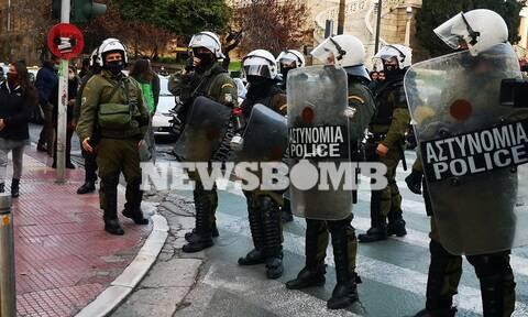 Επεισόδια στη συγκέντρωση διαμαρτυρίας υπέρ του Δημήτρη Κουφοντίνα στα Προπύλαια