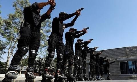 H αστυνομία στο Πακιστάν θα κυκλοφορεί και με… πατίνια (vid)
