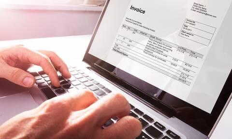 Τί αλλάζει στην έκδοση ηλεκτρονικών τιμολογίων προς το Δημόσιο και τις επιχειρήσεις