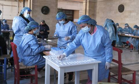 Κρούσματα σήμερα: 1.784 νέες μολύνσεις - 367 διασωληνωμένοι και 39 θάνατοι σε 24 ώρες