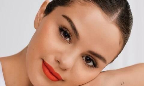 Selena Gomez: Ποζάρει χωρίς ίχνος make up και είναι απλά κούκλα