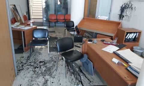 Επίθεση στο γραφείο του Αυγενάκη από υποστηρικτές του Κουφοντίνα