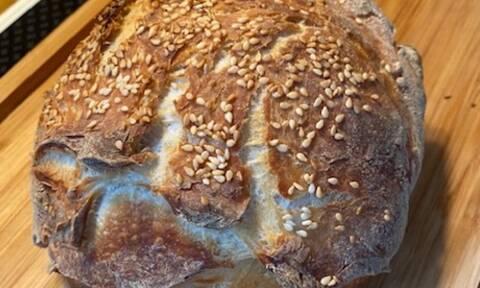 Συνταγή για το πιο εύκολο σπιτικό καρβέλι ψωμί (Γράφει αποκλειστικά στο Queen.gr η Majenco)