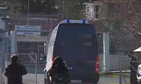 Έφτασε στις φυλακές Τρίπολης ο Δημήτρης Λιγνάδης
