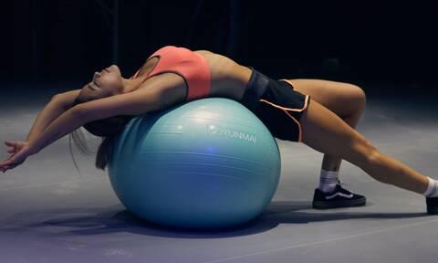 Κάνε αυτή την άσκηση για 8 λεπτά πριν κοιμηθείς: Θεαματικά αποτελέσματα σε ένα μήνα!