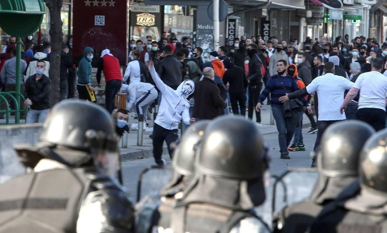 Σκόπια: Ένταση και μικροεπεισόδια στη διάρκεια διαδήλωσης Αλβανών