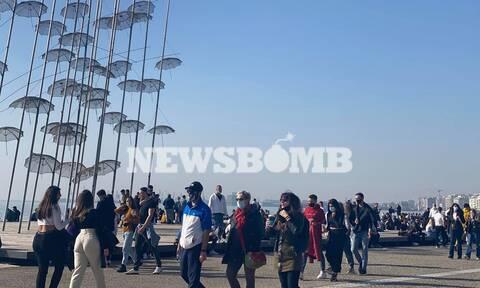 Lockdown: Όλη η... Θεσσαλονίκη στην παραλία της πόλης για βόλτα και καφέ