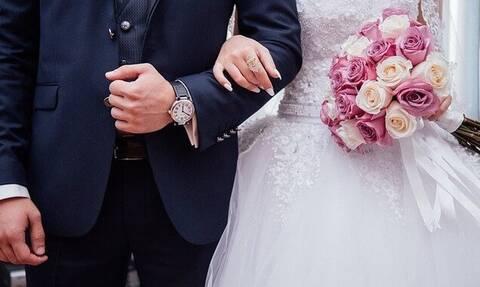 Γάμος στη Φθιώτιδα: Τελέστηκε με κλειδωμένη εκκλησία – Ο κόσμος έβριζε (video)