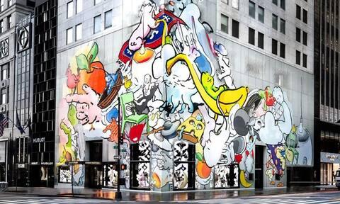 Ο Urs Fischer «επεμβαίνει» στην πρόσοψη της μπουτίκ του Louis Vuitton στη Νέα Υόρκη