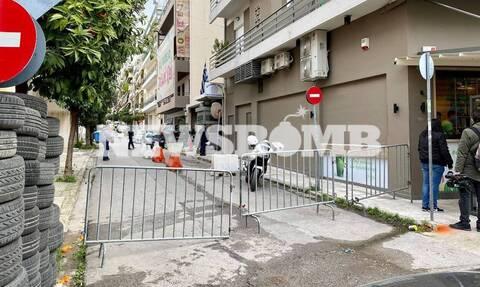 Καρέ - καρέ η επίθεση με μολότοφ στο αστυνομικό τμήμα της Καισαριανής (video)