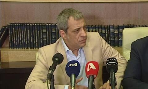 Θέμης Αδαμαντίδης: Αυτός είναι ο τραγουδιστής που συνελήφθη σε παράνομο καζίνο στην Κυψέλη