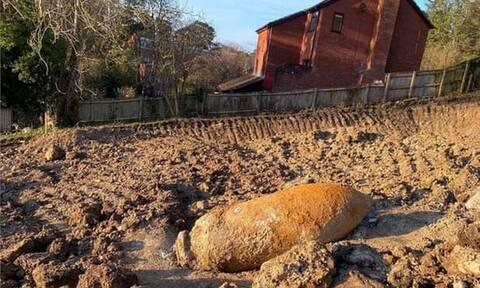 Εντυπωσιακή ανατίναξη βόμβας 1.000 κιλών στη Βρετανία – Προκλήθηκαν ζημιές σε σπίτια