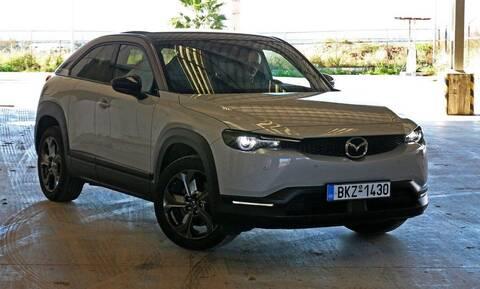 Το ηλεκτρικό Mazda MX-30 είναι κομμένο και ραμμένο στα τρέχοντα δεδομένα