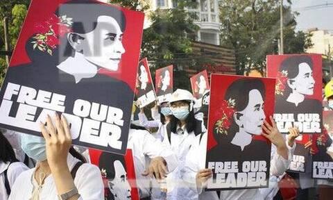 Μιανμάρ: Στο δικαστήριο η Αουνγκ Σαν Σου Κι, ένα μήνα μετά το πραξικόπημα