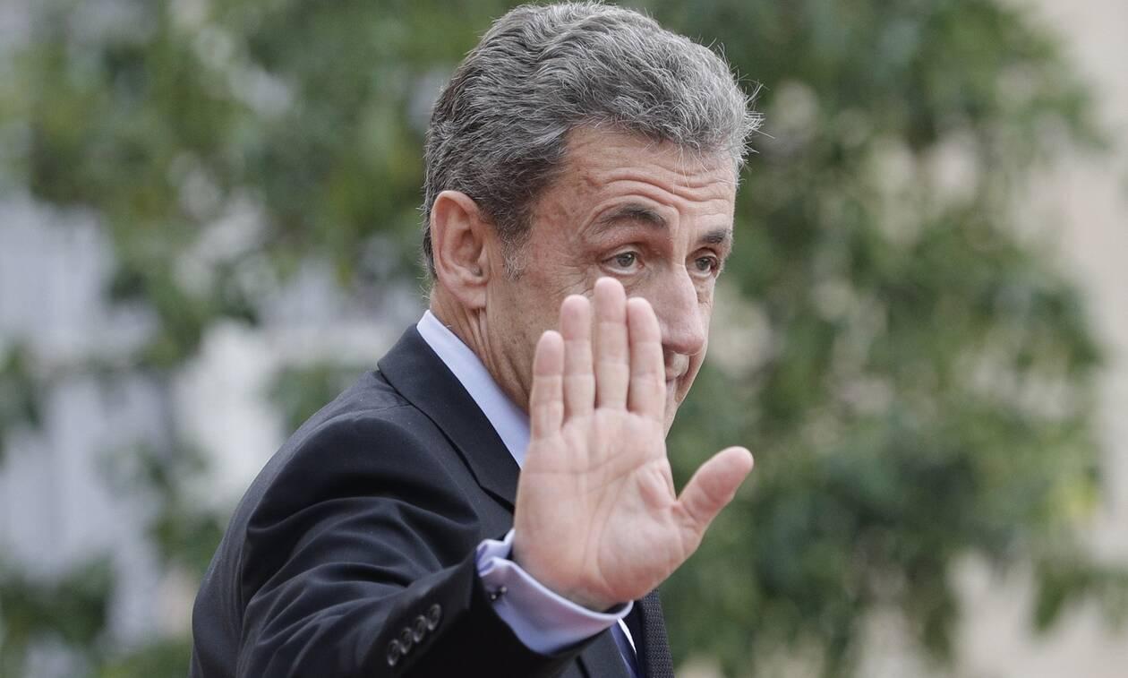 Γαλλία: Δεν θα οδηγηθεί στη φυλακή ο Σαρκοζί - Σε κατ' οίκον περιορισμό, με ηλεκτρονικό βραχιολάκι